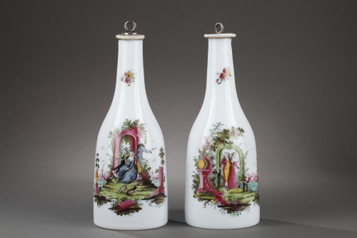 Paire of opaline glass bottles End of 18th century -
