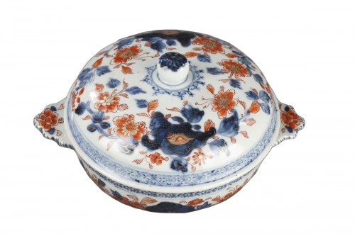 Covered bowl in chinese porcelain End of Kangxi period circa 1720