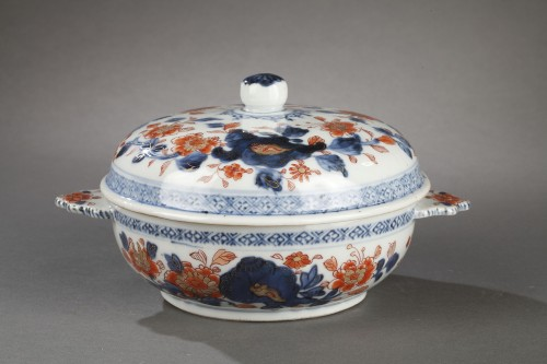 Covered bowl in chinese porcelain End of Kangxi period circa 1720 -