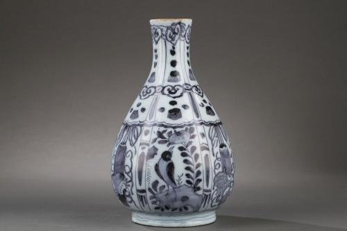 Porcelain & Faience  - Pair of Delft Faience vases from De Grieksche A. Second half of 17th c.
