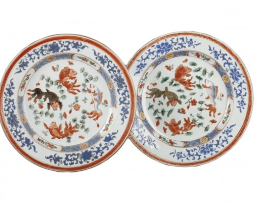 Exportware pair of Chinese plates Yongzheng period 1723 - 1735