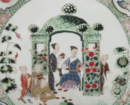 """Porcelain & Faience  - Chinese exportware dish with a """"décor à la tonnelle"""" pattern circa 18th c."""
