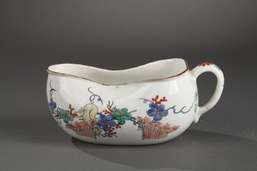 Chantilly porcelain Bourdalou, Kakiemon pattern circa 1735 - 1740 - Porcelain & Faience Style