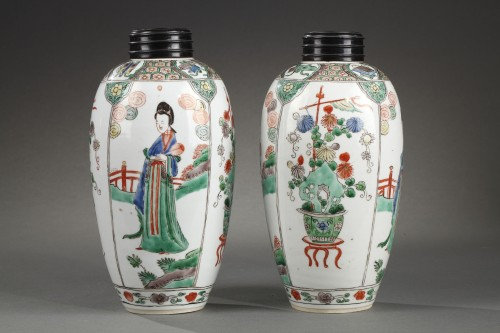 """CHINA : Pair of vases decorated with """"Long Elisa"""" pattern Kangxi 1662 - 172 - Asian Art & Antiques Style"""