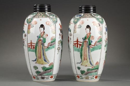 "CHINA : Pair of vases decorated with ""Long Elisa"" pattern Kangxi 1662 - 172 -"
