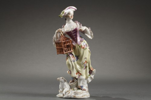 Meissen : Figure of a woman holding an open cage 18th century - Porcelain & Faience Style