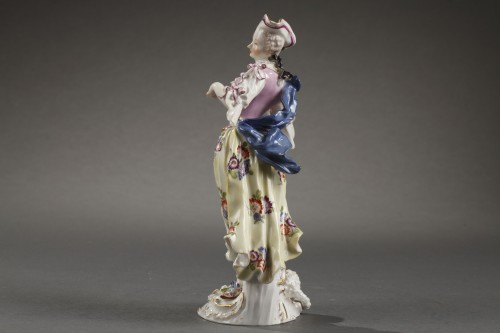 Meissen : Figure of a woman holding an open cage 18th century -