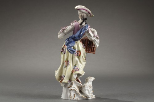18th century - Meissen : Figure of a woman holding an open cage 18th century