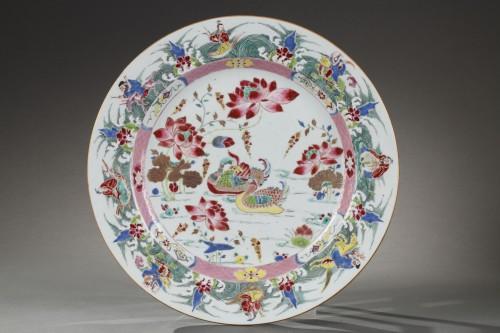 China - Large Famille Rose dish Yongzheng 1723 - 1735 - Porcelain & Faience Style