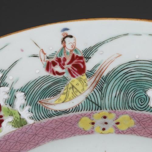 China - Large Famille Rose dish Yongzheng 1723 - 1735 -