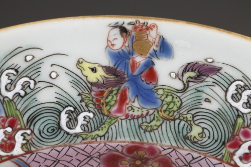 Antiquités - CHINA : Two Famille Rose plates Yongzheng 1723 - 1735