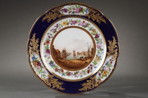 Paris porcelain plate depicting Marseille harbour circa 1830 - Porcelain & Faience Style Louis-Philippe