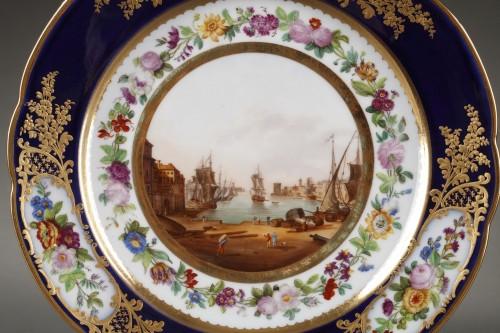 Paris porcelain plate depicting Marseille harbour circa 1830 - Louis-Philippe