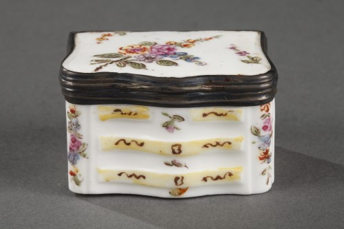 Porcelain & Faience  - Mennecy Porcelain Chest of drawers shaped snuffbox circa 1740 - 1750