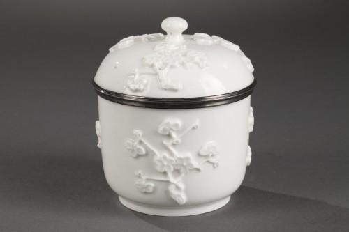 18th century - Mennecy Soft paste sugar bowl 18th century circa 1740 - 1750