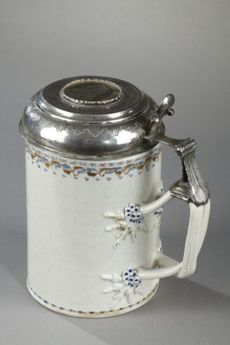 18th century - Chinese export ware : Mug with a silver and gold mount Qianlong (1736 - 179