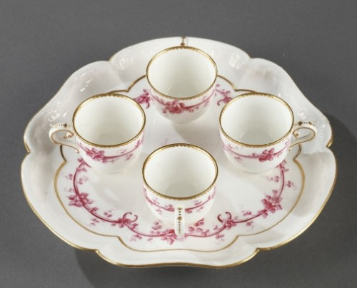 SEVRES : Soft paste tray and four gobelets. 18th century year 1759 - Porcelain & Faience Style