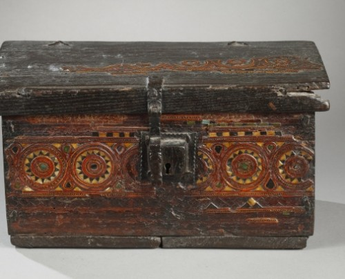 AL-ANDALUS – ESPAGNE : Very rare wooden box. 15th century. -