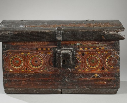 11th to 15th century - AL-ANDALUS – ESPAGNE : Very rare wooden box. 15th century.