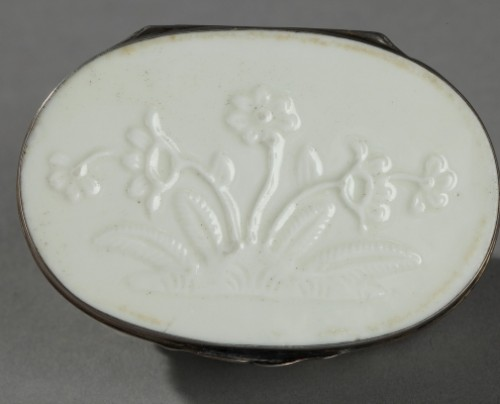 Saint-Cloud Soft paste tobacco box First half of 18th century - Porcelain & Faience Style