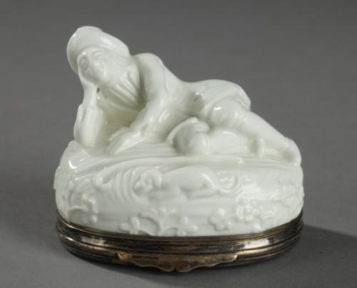 Porcelain & Faience  - Saint-Cloud Soft paste tobacco box First half of 18th century