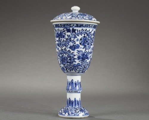 CHINA : Covered Gobelet Kangxi period 1662 - 1722 - Porcelain & Faience Style