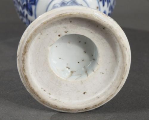 18th century - CHINA : Covered Gobelet Kangxi period 1662 - 1722