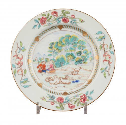 China Exportware plate decorated with a romantic scene Circa1740