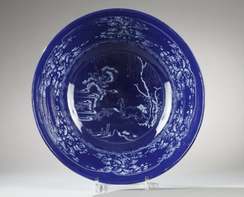 Porcelain & Faience  - NEVERS : Faïence bowl decorated with a bleu persan background 17th century