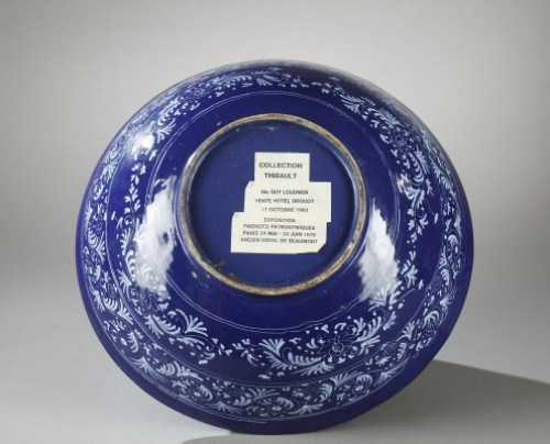 Antiquités - NEVERS : Faïence bowl decorated with a bleu persan background 17th century