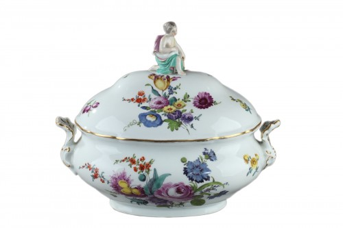 MEISSEN : Porcelain terrine and cover 18th century