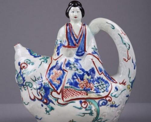 Porcelain & Faience  - KAKIEMON JAPAN : Wine ewer End of 17th century circa 1670 - 1690