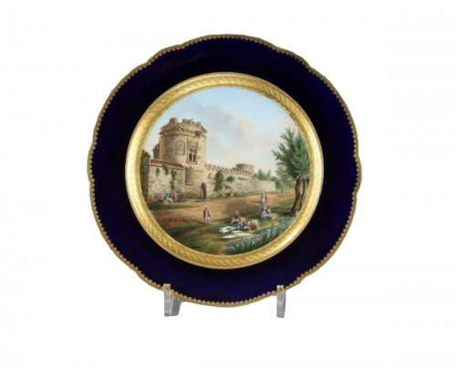 Paris porcelain : Plate depicting the Talbotières manor. 19th century