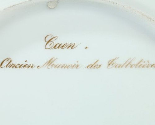 Paris porcelain : Plate depicting the Talbotières manor. 19th century -
