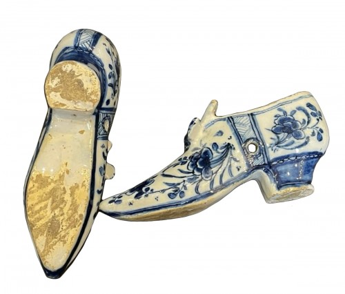 Pair of Delft faïence shoes dated 1737