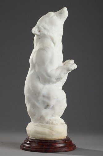 Seated Bear - Anonymous (Early 20th century) - Sculpture Style