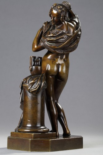 Woman taking off her shirt - James PRADIER (1790-1852) -