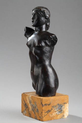 20th century - Bust of a woman - Joseph BERNARD (1866-1931)