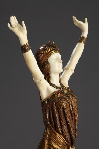 Sculpture  - The great Priestess - Demetre Chiparus (1886-1947)