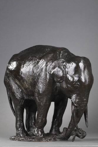 Elephant pulling out a tree trunk - Gustave HIERHOLTZ (1877-1954) - Sculpture Style Art Déco