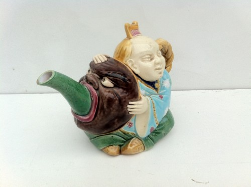 Teapot from the Minton factory, England - Porcelain & Faience Style