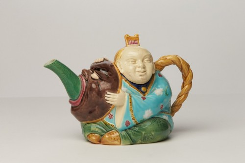 Porcelain & Faience  - Teapot from the Minton factory, England