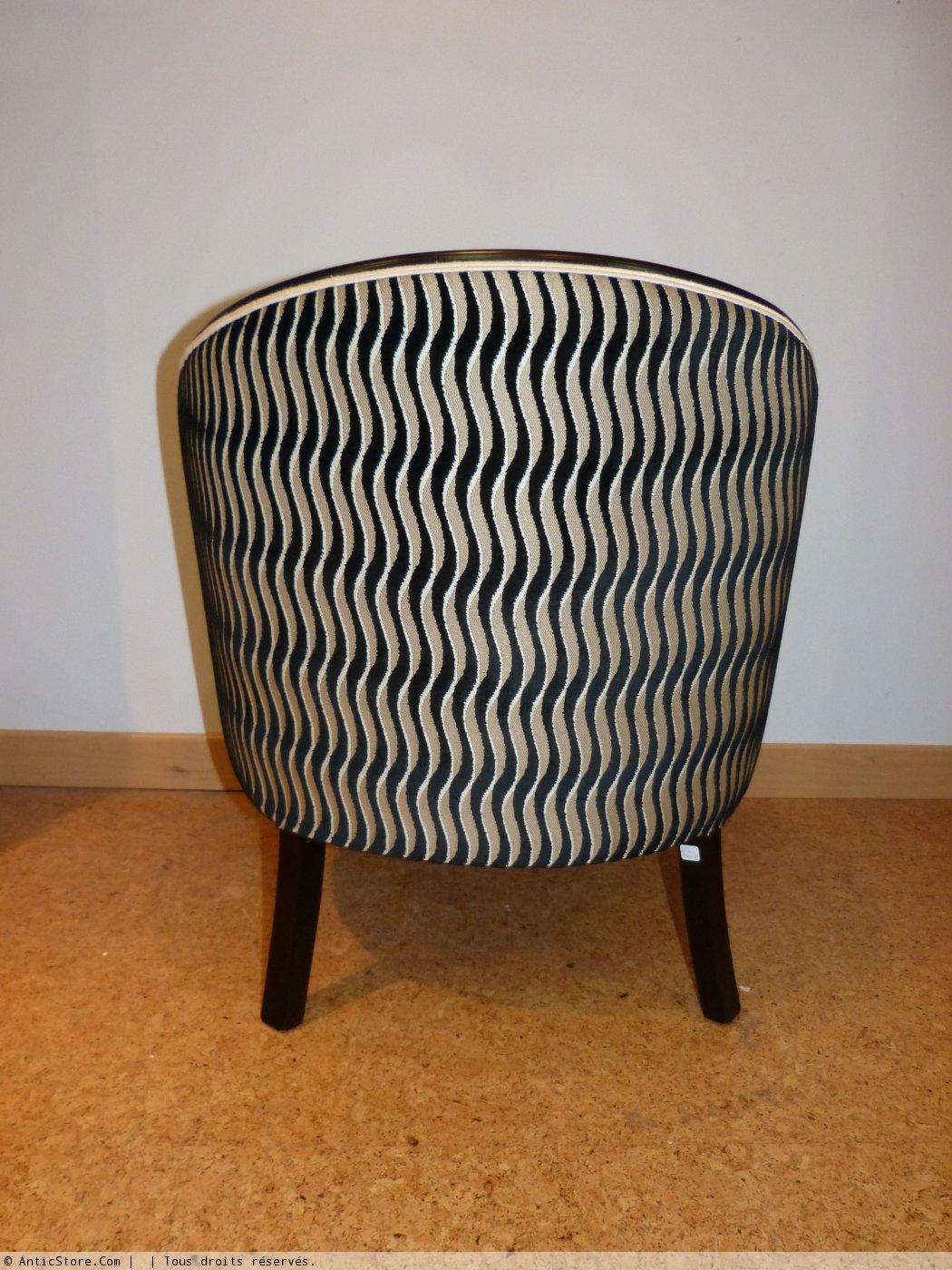 paire de fauteuils tonneau art d co laqu s noir xxe si cle. Black Bedroom Furniture Sets. Home Design Ideas