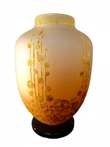 Le Verre Français - an important Art Deco vase with seaweed