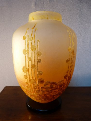 Antiquités - Le Verre Français - an important Art Deco vase with seaweed