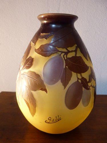 Emile Gallé, engraved glass plum vase - Glass & Crystal Style Art nouveau