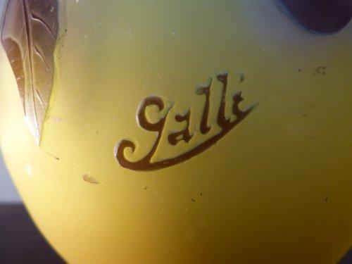 Art nouveau - Emile Gallé, engraved glass plum vase
