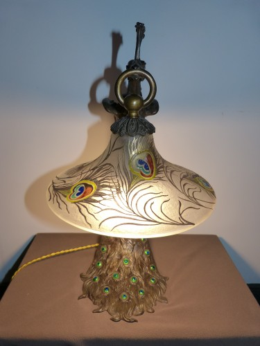 """20th century - Attributed to A. Rollet - Art Nouveau """"Peacock"""" lamp in bronze and enamelled glassware"""