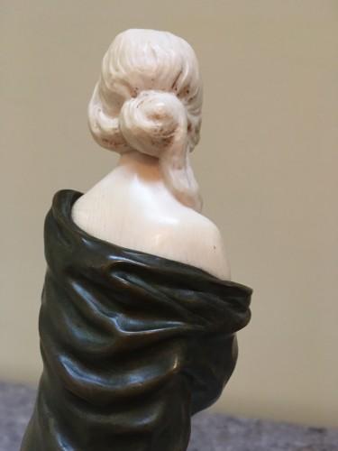 Sculpture  - Samuel Lipchytz (1880- 1943) - Elegant with a coat, Art Nouveau chryselephantine