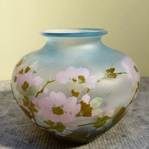 Glass & Crystal  - Emile Gallé - Japanese ball vase with apple tree flowers